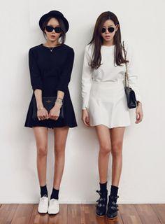 Today's Hot Pick :シンプルブラウス&ミニスカートセット【iamyuri】 http://fashionstylep.com/SFSELFAA0002302/iamyuriijp/out ポリエステル混紡素材を使った伸縮性のあるブラウス+スカートセットです。 シンプルでモダンなデザインが魅力的なアイテムです。 余分な装飾が一切なく切替ラインとスカートのフレアがポイントに♪ ブラウスはバックファスナー付き、スカート裾は切りっぱなしです! ※アイボリーカラーは透ける可能性があります。