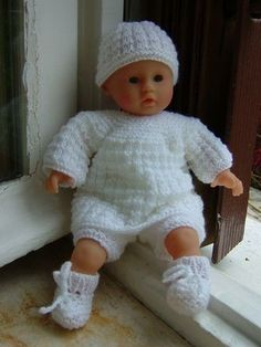 GAUFRETTES SET cm) for toddlers and premature babies - We publish good gifts idea Bitty Baby Clothes, Crochet Baby Clothes, Baby Alive Dolls, Baby Dolls, Baby Born Kleidung, Knit Crochet, Crochet Hats, Loom Knitting Projects, Baby Layette