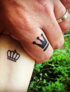 Tattoo Coroa casal feitas pela Honey aqui na Frantic Ink. Corwn tattoo couple. Tattoo Coroa, Print Tattoos, Honey, Tattoos
