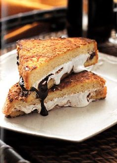 Recipe for s'mores french toast from the book The Gourmet's Guide to Cooking with Chocolate #frenchtoast #smores #recipes