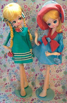 pose dolls dressed for a fun day out!