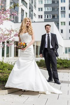 Frühlingspaar Wedding Dresses, Fashion, Wedding Photography, Dress Wedding, Getting Married, Amazing, Nice Asses, Bride Dresses, Moda