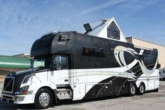 Click Image to Enlarge The 2012 Equine Motorcoach model. Rv Campers, Camper Van, Super C Rv, Rv Homes, Motor Homes, Horse Transport, Motorhome Conversions, Rv Floor Plans, Cool Rvs