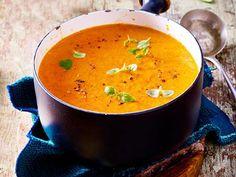 Gemüsesuppe aus gerösteter Paprika Rezept | LECKER