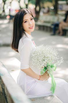 Thời gian rảnh rỗi Khánh Linh dành để khám phá những địa điểm thú vị ở Hà Nội cũng như đọc sách để mở mang tầm hiểu biết.