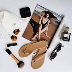 Sunny side up....keeping it super casual in the most perfect @tkees nude leather flipflops & minimal make-up. It seems like summer's here…