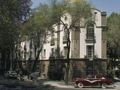 Colonia Condesa - Mexico City, a place a fine dinning, parks and plenty of art deco architecture.