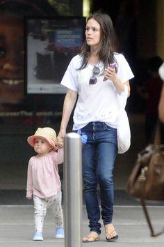 Rachel Bilson and daughter Briar.                                                                                                                                                                                 Más