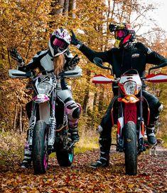 Dirt Bike Girl, Couple Dirt Bike, Couple Motocross, Biker Couple, Motocross Girls, Motorcycle Couple, Motorcycle Quotes, Girl Dirtbike, Cute Country Couples