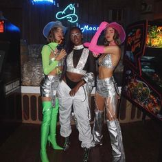 It can be hard to think of good Halloween costume ideas. Simple costumes may also work because Halloween costumes do not need to be complex to Cowgirl Halloween Costume, Celebrity Halloween Costumes, Sorority Halloween Costumes, Sexy Halloween Costume Ideas, Festival Looks, Rave Costumes, Teen Costumes, Couple Costumes, Group Costumes