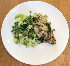 Tarragon Chicken & Greens Ready to take your low-carb game up a level? Try out this amazing Tarragon Chicken recipe for a weekday meal option. Chicken Tomato Soup, Chicken Gyros, Chicken Piccata, Creamy Chicken, Saffron Chicken, Tarragon Chicken, Best Chicken Thigh Recipe, Chicken Thigh Recipes, Pan Sauce Recipe