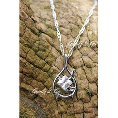 The Hobbit Desolation of Smaug Inspired Tauriel Elven Necklace Pendant... (28 CAD) ❤ liked on Polyvore featuring jewelry, necklaces, chain necklaces, pendant necklaces, chain jewelry, bubble jewelry and chain pendants