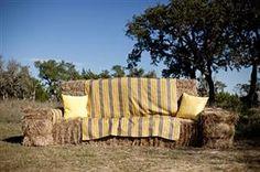 A rustic hay bale sofa for relaxed wedding seating Hay Bale Seating, Hay Bales, Outdoor Seating, Floor Seating, Wedding Bench, Wedding Seating, Rustic Chic, Modern Rustic, Modern Farmhouse
