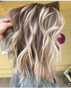 Golden Blonde Balayage for Straight Hair - Honey Blonde Hair Inspiration - The Trending Hairstyle Blonde Wig, Blonde Balayage, Balayage Highlights, Cool Blonde Highlights, Medium Blonde Hair, Balayage Long Bob, Balayage Straight, Medium Curls, Blonde Roots