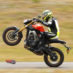 Here is the technical info on the Yamaha MT-09 and links to more images - http://www.mcnews.com.au/2014_Bikes/Yamaha/MT09/Yamaha_MT09_Intro.htm