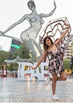 Shirley Setia is an indo Kiwi Singer. Hindustan Times and Forbes featured Setia as Bollywood's Next Big Singing Sensational. Bollywood Actress Hot Photos, Beautiful Bollywood Actress, Beautiful Indian Actress, Bollywood Celebrities, Beautiful Actresses, Bollywood Style, Girl Photo Poses, Girl Photography Poses, Girl Poses