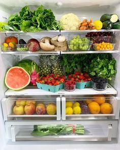 Beautiful plant-based vegan fridge inspiration via - Modern Fruit Facts, Healthy Fridge, Fruits And Veggies, Vegetables, Clean Eating, Healthy Eating, Fridge Organization, Eat To Live, Fresh Fruit