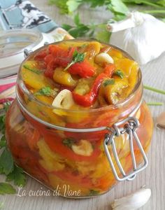 PEPERONI SOTT'OLIO da conservare, ricetta piatto estivo gustoso Antipasto, Veggie Side Dishes, Side Dish Recipes, Best Italian Recipes, Favorite Recipes, Canning Soup Recipes, Soul Food, Appetizer Recipes, Food And Drink