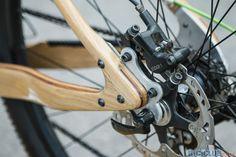 Una mountain bike de madera tope de gama