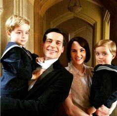 Rob James Collier and Michelle Dockrey with the twins who play George Downton Abbey behind the scenes Downton Abbey Thomas, Downton Abbey Cast, Downton Abbey Characters, Michelle Dockery, Gentlemans Club, Rob James-collier, Yorkshire, Julian Fellowes, Lady Mary