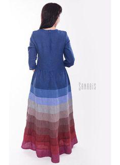 Купить или заказать Платье из льна «Поднебесное» в интернет-магазине на Ярмарке Мастеров. Платье из льна спокойного, темно-синего цвета. Платье очень изысканно подчеркнет достоинства фигуры, тонко обратив внимание на ваши самые прекрасные и женственные стороны. Длинная юбка - классика женской красоты, сделает вас загадочной и привлекательной. Удобный и изящный рукав 3/4, подчеркнет красоту женских рук. Спокойная, сине-бордовая палитра платья вызовет ощущение спокойствия и уверенности.