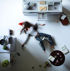 In her photo series called 'Play Dead', photographer Mariel Clayton shows us Barbie 'committing suicide' by cutting her wrist, suffocation, stabbing and shooting herself in the head. Bad Barbie, Barbie And Ken, Girl Barbie, Barbie Mala, Barbie In Real Life, Nasa, Sick, Indie Films, Barbie World