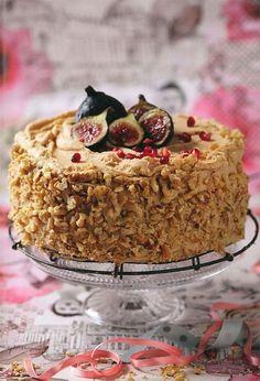 WORTELKOEK met bietjie kakao in die roomkaasversiersel uit Wenresepte 2 Baking Recipes, Cake Recipes, Dessert Recipes, Baking Ideas, Yummy Treats, Sweet Treats, Yummy Food, Kos, South African Desserts