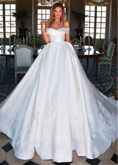 40 fabulous and stunning wedding dresses to brighten your eyes - page . 40 fabulous and stunning wedding dresses to brighten your eyes - Page 27 of 40 # stunning # eyes # bridal gowns # brighten dresses d. Bridal Dresses 2018, Ball Dresses, Bridal Gowns, Ball Gowns, Dresses Dresses, Bridal Lace, Summer Dresses, Stunning Wedding Dresses, Modest Wedding Dresses