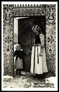 Kalotaszeg; Néprajzi felvételek | Képeslapok | Hungaricana Art Costume, Folk Costume, Costumes, Costume Dress, Folk Clothing, Hungarian Embroidery, Family Roots, Folk Dance, Folk Music