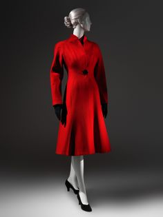 "1945 wool and silk ""Lyre"" Coat, by Charles James, via The Metropolitan Museum of Art, New York. Charles James, 1940s Fashion, Timeless Fashion, Vintage Fashion, Edwardian Fashion, Vintage Coat, Mode Vintage, Fashion Over 40, Look Fashion"