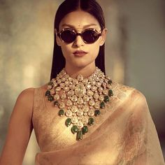 Jewelry OFF! 's latest jewellery collection is first on our wedding wish list 💛 Indian Jewelry Sets, Indian Wedding Jewelry, India Jewelry, Bridal Jewelry, Indian Bridal, Bling Bling, Latest Jewellery, Jewellery Shops, Gold Jewellery