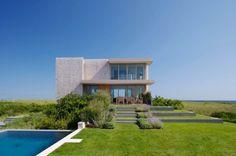Modernes ferienhaus poolbereich