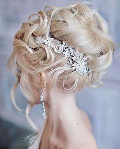 Featured Hairstyle: Websalon Wedding, Anna Komarova, Featured Photo: Liliya Fadeeva; www.websalon.su; Wedding hairstyle idea.
