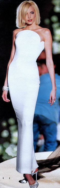 Gianni Versace Haute Couture - ATELIER VERSACE - Fall Winter 1995 1996 - Paris Fashion Week - Ritz Hotel, July 1995. nadja auermann