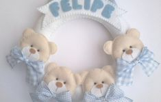 Guirlanda Urso Baby no Elo7 | Brazilian Gift (33863E) Baby Crafts, Felt Crafts, Fabric Crafts, Diy And Crafts, Baby Shawer, Felt Baby, Sewing Projects, Projects To Try, Felt Wreath