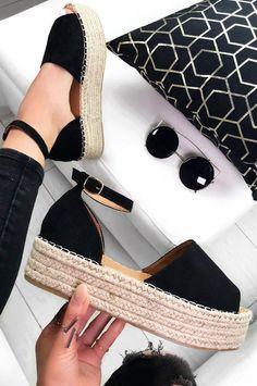 Sandalias que pueden reemplazar tus tenis favoritos - Sandalias que pueden reemplazar tus zapatillas de tenis favoritas - Cute Shoes, Me Too Shoes, Wedge Shoes, Shoes Sandals, Footwear Shoes, Espadrille Sandals, Heeled Sandals, Black Espadrilles, Espadrilles Outfit