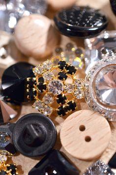 http://www.beadshop.com.br/?utm_source=pinterest&utm_medium=pint&partner=pin13 Botões em Strass, Madeira e Cristal: confira na Bead Shop!