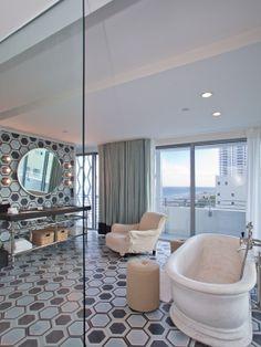Bathroom Interior Design Ideas - Breathtaking Beach House Design from Famous and Comfort Resort: Lavish Bathroom Interior Design Ideas Applied In Soho Beach House Design Fin...