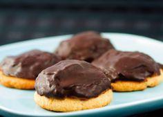 Baka underbart goda chokladbiskvier utan vetemjöl och socker. Godare än originalet!