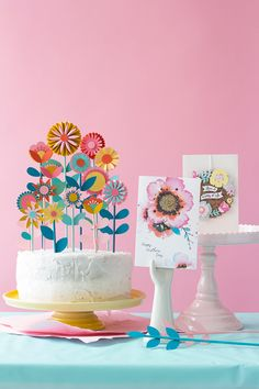 25 Fresh Paper Crafts for Spring: Paper Flower Cake Topper Diy Mother's Day Projects, The Secret Garden, Flower Cake Toppers, Cupcake Toppers, Diy And Crafts, Paper Crafts, Xmas Crafts, Papier Diy, Kids Party Themes