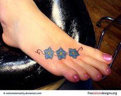 Foot tattoos look very cute, but require a lot of care. Read on for the pros and cons of foot tattoos and the best way to heal them + 69 designs for your inspiration. Blue Flower Tattoos, Hawaiian Flower Tattoos, Tattoos For Women Flowers, Foot Tattoos For Women, Tattoo Designs For Women, Small Tattoos, Girly Tattoos, Sunflower Tattoo Simple, Sunflower Tattoo Sleeve