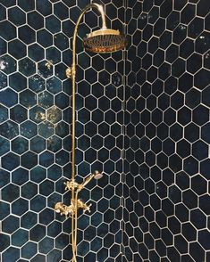 21 Bathroom Remodel Ideas [The Latest Modern Design] Bathroom remodel - A collection of amazing kitchen remodeling ideas. Renovation with modern design, unique, simple, etc. Honeycomb Tile, Honeycomb Pattern, Marble Pattern, Beautiful Bathrooms, Dream Bathrooms, Spa Bathrooms, Luxurious Bathrooms, Dark Bathrooms, Master Bathrooms