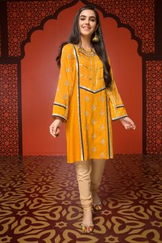 Mausummery Stitched Women Winter Dresses Designs Collection consists of embroidered stitched suits ready to wear shirts with trousers. Stylish Dresses For Girls, Stylish Dress Designs, Simple Dresses, Casual Dresses, Winter Dresses, Simple Pakistani Dresses, Pakistani Dress Design, Sleeves Designs For Dresses, Dress Neck Designs