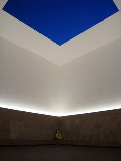 Los cambios metereológicos, las épocas del año, las horas del día, la noche y el día dan vida y significado a la obra. Museo Colomé, Salta