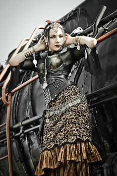 Steampunk and goth. there are times when the boundary is not as clear as we thought. Our steampunk pic of the day, by Maciej Latallo. Steampunk Movies, Steampunk Store, Steampunk Dress, Steampunk Cosplay, Steampunk Design, Steampunk Clothing, Steampunk Fashion, Gypsy Punk, Steampunk Photography