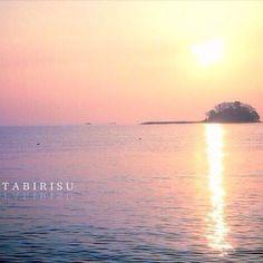 【tabirisu】さんのInstagramをピンしています。 《- - 私の大好きな街 - - 唐島の朝色 - -  #たびりす  #TABIRISU  #photographer  #Creema  #北海道  #hokkaido  #旅  #道東  #自然  #写真好きな人と繋がりたい  #写真撮っている人と繋がりたい  #ファインダー越しの私の世界  #富山  #氷見  #唐島  #海  #空  #朝日  #sunrise》