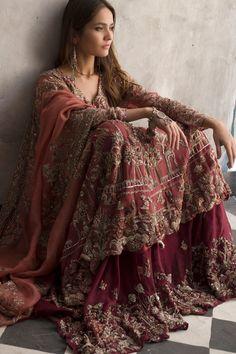 Desi Wedding Dresses, Pakistani Wedding Outfits, Indian Bridal Outfits, Pakistani Bridal Dresses, Pakistani Dress Design, Dress Indian Style, Indian Dresses, Walima Dress, Desi Clothes