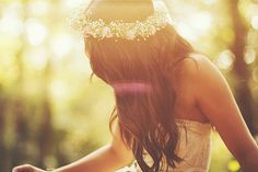 Baby's breath flower crown with veil for me Teen Dictionary, Fear Of The Lord, Trend Fashion, Girl Fashion, Fashion Design, Ever After, Her Hair, Wavy Hair, Long Hair