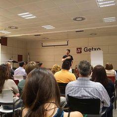 Ya hemos empezado nuestra conferencia en Getxo ... Mañana estaremos en Haro en La Rioja.   Apuntate en caminaporelfuego@gmail.com  #caminaporelfuego #laingarciacalvo #tucambioempiezahoy #firewalking  www.caminaporelfuego.com