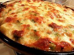 Pınar isimli Mutfağımızdan Fırında Beşamel Soslu Taze Fasulye;   Taze fasulyeler önce kavruluyor, daha sonra beyaz peynir ve beşamel sos ilave edilerek fırında pişiriliyor. Zeytinyağlı olarak pişirilmesinin dışında taze fasulyeyi yemenin en lezzetli alternatiflerinden biri. Porsiyon fiyatı 7.5 TL'dir.